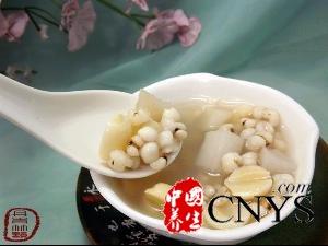 养颜排毒就吃山药莲子薏米粥